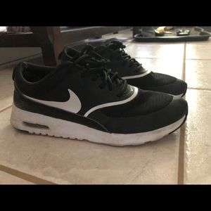 Women's Nike Air Max Thea size 8.5 us